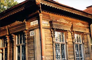 Wooden home where Engels St. crosses Rosa Luxemburg St., that latter known as Zlatoustovskaya pre-revolution